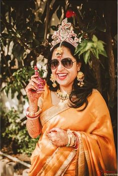 Stunning Bengali Brides That Are The New Trendsetter! Bengali Bridal Makeup, Bengali Wedding, Bengali Bride, Red And White Saree, Bengali Culture, Purple Saree, Wedding Canvas, Indian Wedding Jewelry, Wedding Crashers