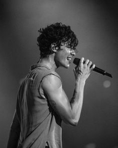 Shawn Mendes The Tour Show 95 Shane Mendes, Shawn Mendes Fotos, Shawn Mendes Cute, Fangirl, Foto Gif, Canadian Boys, Shawn Mendes Wallpaper, Mendes Army, Black And White Aesthetic