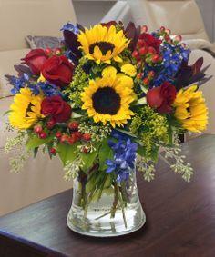 Fantastic Ideas For Red Floral Arrangement – World of Flowers Sunflower Floral Arrangements, Beautiful Flower Arrangements, Floral Centerpieces, Summer Flower Arrangements, Vase Arrangements, Ikebana, Summer Flowers, Silk Flowers, Beautiful Flowers