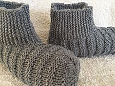 After a bit of a slipper hiatus, I'm back! And after a lot of internal debate, I decided to make this pattern FREE! It just seemed like t...