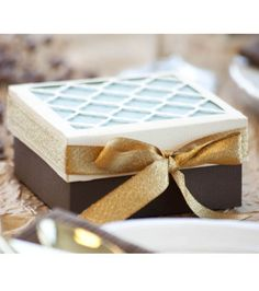 Planning a wedding or event? Create your own favor boxes! #joannhandmade
