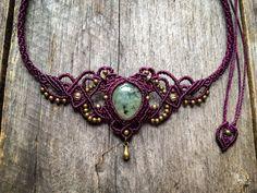 Collier micro macramé prehnite tiare elfique  Prêt à expédier, Vous recevrez le collier tiare dans les photos.    La prehnite a une magnifique