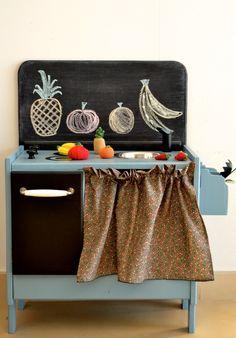 SO cute! with crocheted fruits and chalk board back board! // macarenabilbao.com