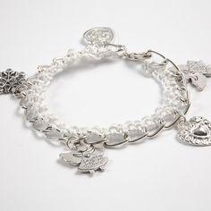 Erg leuk, zo'n armband met gehaakte rand. Chique, schattig, romantisch. En helemaal niet moeilijk om te maken.