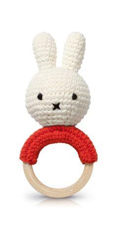 Rammelaar / bijtring Nijntje rood | NIJNTJE HANDMADE Just Dutch | Ollebol & Muis Crochet Toddler, Crochet Bebe, Crochet Bunny, Crochet Dolls, Newborn Toys, Baby Toys, Crochet Toys Patterns, Stuffed Toys Patterns, Crochet Baby Mobiles