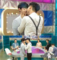 "*gasp* SHINee's Minho Falls Victim to Lee Ji Hoon's 'Three Level Kiss' on ""Radio Star"""