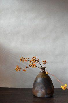 3 Simple Tips: Transitional Fireplace Open Concept transitional rugs brown.Trans… 3 Simple Tips: Transitional Fireplace Open Concept transitional rugs brown. Ikebana Flower Arrangement, Flower Vases, Floral Arrangements, Arte Floral, Bathroom Glass Wall, Glass Walls, Bathroom Ideas, Bathroom Lighting, Light Bathroom