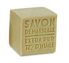 Tout a commencéau IXème siècle où les premières savonneries Marseillaisesont vu le jour et au XIIème siècle où la première manufacture fut attestée. Suite à une guerre des savonniers qui revendiq...