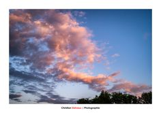 Nuage - Le dos au sol et les yeux dans le ciel Je suis le grand nuage qui passe Et je voyage au fond des horizons. Je m'étale me love et me ramasse Et puis je me détends... Me voici plaine infiniment Et c'est le noir. L'or du couchant en moi s'endort.  Edward MONTCLAIR - La nuit brille comme le jour   Captured in RAW and edited in LR Classic CC and PS CC with CEP4.