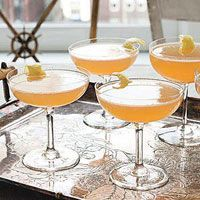 Start things right.Leave a few open bottlesof wine or champagne—ora tray of these SparklingBourbon Cocktails—on atable in the main minglingarea. A help-yourself barimmediately sets the vibe:no fussy formalities here!