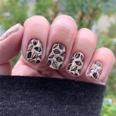 Fall Leaf Nail Art Designs - Fall leaves on nails right now are super-trendy. We searching for 60 best examples. Be ready to get inspiration! Colorful Nail Designs, Beautiful Nail Designs, Gel Nail Designs, Nails Design, Long Gel Nails, Nail Effects, Fall Nail Colors, Hot Nails, Artificial Nails