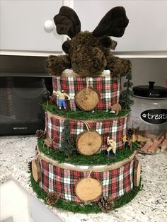 How to Make Baby Diaper Cake Baby Shower Decorations For Boys, Baby Shower Gifts For Boys, Baby Boy Shower, Baby Gifts, Baby Shower Diapers, Baby Shower Cakes, Couches, Baby Shower Checklist, Diy Diaper Cake