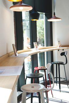 Minimalistische Wohnung In Stuttgart Mitte Mit Parkettboden Und Grossen Fenstern Wohnen Livingroom Wohnzimmer