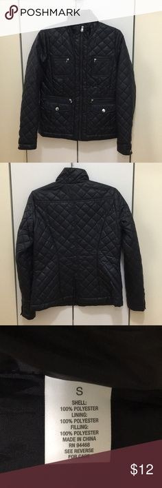 Navy quilted jacket Navy diamond quilted puffer jacket. Zip front. Silver hardware. 6 pockets!!! A great spring/fall jacket. Roz & Ali Jackets & Coats Puffers
