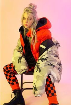 The Trademarks of Billie Eilish Style: Get the Look! - Style in the Way The Trademarks of Billie Eilish Style: Get the Look! – Style in the Way The Trademarks of Billie Eilish Style: Get the Look! – Style in the Way Billie Eilish, Wallpaper Collage, Cartoon Wallpaper, Iphone Wallpaper, Poses, Quotes Pink, Urban Outfitters, Videos Instagram, Film Disney