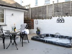 After a busy day exploring Ilfracombe's harbour, shops and beach, return to this cottage and relax in the private hot tub.
