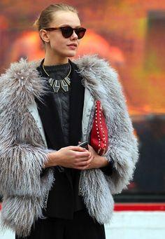 STYLE GUIDE (FIRST PART): THE POWER OF FUR Los abrigos de piel natural o sintética fueron la prenda estrella de la temporada Otoño-invierno 2014-2015 #musthave en nuestros armarios! #grlpwr #love #loveit #cute #igers #lifestyle #trend #trendy #look #outfit #style #shopping #blog #fblog #bloglovin #fashion #fblogger #fashionblog #fashiongram #fashionista #instacool #instagood #instamood #instastyle #instamoment #fur #girl #me #beatiful #follow #instalike #selfie #photooftheday #lookoftheday