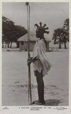 Portret van man met de specifieke haardracht van de Shulluks aan de Bovennijl