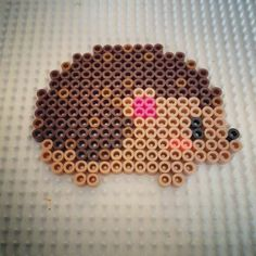 Making hedgehogs with kids - great ideas for the fall- Igel basteln mit Kindern – tolle Ideen für den Herbst Hedgehogs make with iron-on beads - Perler Bead Designs, Hama Beads Design, Diy Perler Beads, Perler Bead Art, Pearler Bead Patterns, Perler Patterns, Loom Patterns, Mosaic Patterns, Painting Patterns