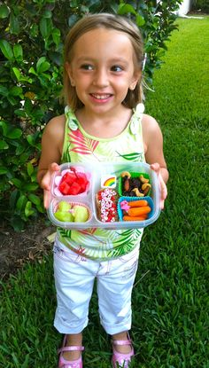 Making her own bento lunch  #easylunchboxes #lunch #box #bento #school #work