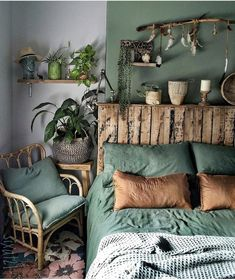Image may contain: Interior - Schlafzimmer - Design Rattan Furniture Bedroom Green, Home Bedroom, Burnt Orange Bedroom, Olive Bedroom, Forest Bedroom, Bedroom Ideas, Green Bedding, Green Rooms, Bedroom Colors