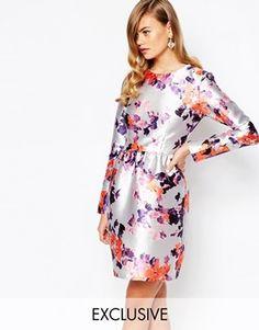 Vestido de satén con falda estilo tulipán de True Violet