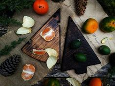 🔪Handcrafted natural wooden cutting board is made from a solid piece of Oak using an old technique called charing. First the board is burned with fire and then brushed using a metal brush to gain a burnt effect and also to increase the woods durability to last you approximately 80-100 years! Boards Serving Tray Wood, Serving Board, Serving Platters, Oak Chopping Board, Wooden Chopping Boards, Rustic Cutting Boards, Wooden Cheese Board, Wooden Plates, Bread Board