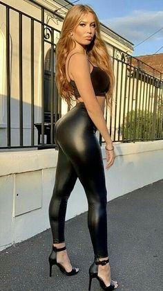 Jean Sexy, Mode Latex, Pernas Sexy, Black Leather Dresses, Shiny Leggings, Professional Dresses, Sexy Latex, Leggings Fashion, Gorgeous Women