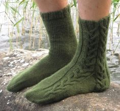 Merenkulkija Sock pattern is a basic cabled design for worsted weight sock yarns. The instructions include two different cable patterns. Wool Socks, Knitting Socks, Sock Yarn, Knitting Patterns, Knitting Ideas, Mittens, Ravelry, Free Pattern, Sewing