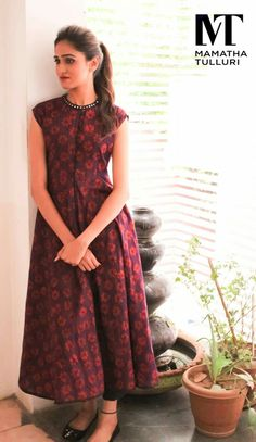 The game of fashion is all about writing your own rules for comfort. This summer rewrite your summer story with the comfy promising clothes 25 April 2016 27 October 2016 Dresses Short, Casual Dresses, Indian Dresses, Indian Outfits, Indian Clothes, Churidar Designs, Indian Attire, Indian Designer Wear, Cotton Dresses
