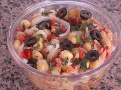 Ensalada de garbanzos Puerto Ricans, Fruit Salad, Catering, Food, Club, Gastronomia, Chocolate Chip Muffins, Garbanzo Salad, Sweets