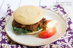 paleo Hamburger Bun Recipe: ½ cup of raw Cashews; ½ cup of tapioca flour (possible substitution? ¼ cup of coconut flour; ½ tsp of baking powder; ½ tsp of sea salt; ½ cup of water; ½ tsp of apple cider vinegar Primal Recipes, Real Food Recipes, Cooking Recipes, Healthy Recipes, Free Recipes, Healthy Foods, Gf Recipes, Keto Foods, Turkey Recipes