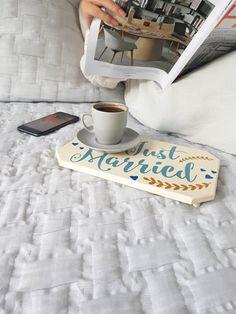 Yeni evliyseniz veya yeniden bir şansım olsa yine onunla evlenirdim diyen hep taze mutlu çiftlerdenseniz, Just Married MiCoTa tam size göre.    Ahşabın sadeliği ve mutlu evliliğin huzuru Just Married MiCoTa'da buluşuyor. Sevgilinizle içeceğiniz başbaşa bir kahvenin veya çayın sunumuna heyecan katacağını garanti ediyoruz.