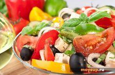 Итальянская кухня: классический салат с пастой, ветчиной и томатами