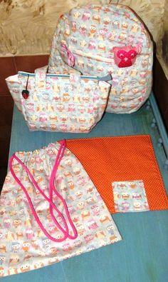 Kit com: Mochila em tecido de corujinhas  tamanho infantil R$100,00 Lunch bag em corujinhas com jogo individual em poá laranja R$60,00 Saco em tecido em poá laranjaR$20,00 R$180,00