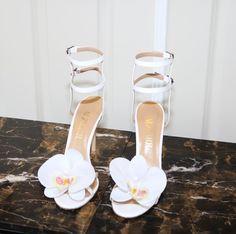 Via @alzuarr  #worldsuniquedesigns #loveit #alzuarr #highheels #woman #fashion #styling #bridal #bridalstyling #fashionlove #womanstyle #bridalwear #bridalstyle #bridalaccessories #orchid #whiteorchid #wedding #shoesaddict #shoes #likepost #likelikelike