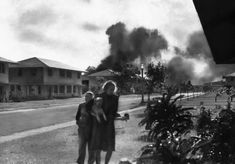 """""""Officers' wives, investigating explosions and seeing a smoke pall in distance on December heard neighbor Mary Naiden, then an Army hostess who took this picture, exclaim """"There are red. Pearl Harbor 1941, Pearl Harbor Attack, Uss Arizona, Hiroshima, Roosevelt, Oahu, Chill Photos, Remember Pearl Harbor, Rare Historical Photos"""