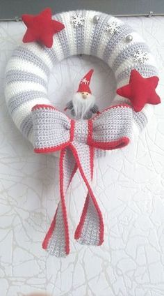 Knitting is as Simple as 3 Knitting boils down to three essential skills. Crochet Christmas Wreath, Crochet Wreath, Crochet Christmas Decorations, Christmas Crochet Patterns, Crochet Decoration, Holiday Crochet, Christmas Knitting, Christmas Wreaths, Christmas Crafts