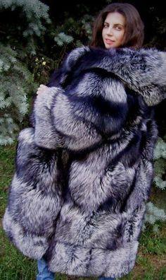 Fur Fashion, Womens Fashion, Slimming Corset, Winter Fur Coats, Fur Clothing, Fox Fur Coat, Oversized Coat, Great Women, Fashion Guide