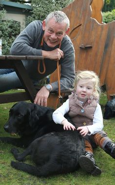 2015 Oct 26 Martin Clunes visits Julias House with his dogs (here with Arthur).