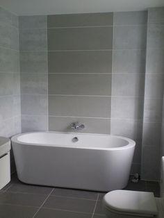 Badezimmer Fliesen 2015 Grau Nuancen Idee Badewanne Interieur