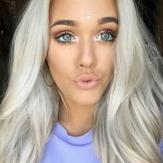 Hiii, heres a simple festival make up look … add some definition in the crease… Edm, Beauty Make Up, Hair Beauty, Concert Makeup, Coachella Makeup, Festival Makeup Glitter, Glitter Make Up, Rave Makeup, Makeup Kit