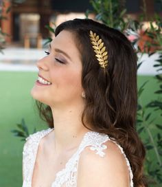 crown headband ===ON SALE=== A greek goddess headpiece you can easily placed on your hair and suit varied hair styles. made of silver or gold plated on brass. This gorgeous Grecian Boho Bridal Hair, Bridal Headdress, Bridal Hair Vine, Bridal Headpieces, Bridal Crown, Gold Leaf Headband, Flower Crown Headband, Halo Headband, Greek Goddess Hairstyles