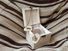 Декор предметов Шкатулка и украшения в технике белого камня фото 3