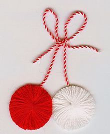 It is a website for handmade creations,with free patterns for croshet and knitting , in many techniques & designs. Christmas Gift Tags, Christmas Crafts, Christmas Ornaments, Woolen Flower, Diy And Crafts, Paper Crafts, Pom Pom Crafts, Ornament Crafts, Handicraft
