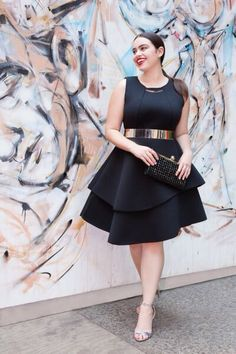 In this article, we will look at some examples of plus size cocktail dresses that these women can wear with a lot of pride, as they should. Not only evening wear, there are also perfect work outfits for plus size women. Looks Plus Size, Look Plus, Curvy Girl Fashion, Plus Size Fashion, Ladies Fashion, Fashion Usa, Fashion Beauty, Fashion Trends, Plus Size Dresses