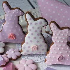#cookies #easter #tabledecoration #royalicing #bunnies #rosytails #pastelcolours #polkadot #flowers