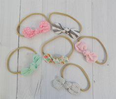 Knot Bow Nylon Headbands! Bow Template, Diy Headband, Baby Headbands, Baby Girl Hairstyles, Tiaras, Boys Bow Ties, Boutique Hair Bows, Diy Bow, Girls Hair Accessories