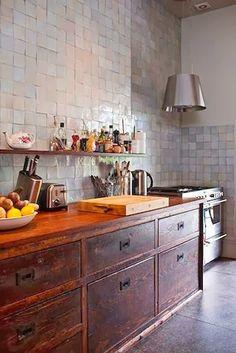 I LOVE  those kitchen cabinets / #wood dark - red wood / / for more inspiration visit http://pinterest.com/franpestel/boards/