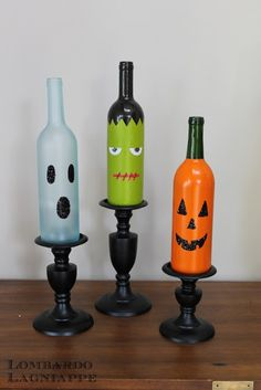 Wine Bottle Halloween Decor: Drop in a glow stick and voila! Easy for the porch and they won't go bad like pumpkins . via Lombardo Lagniappe: DIY Halloween Wine Bottles Theme Halloween, Holidays Halloween, Halloween Crafts, Holiday Crafts, Holiday Fun, Halloween Kitchen, Halloween Displays, Halloween Halloween, Halloween Candles